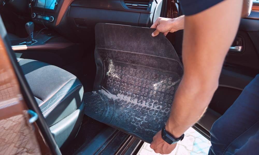 How_to_Clean_Ca_Floor_Mats_in_Car