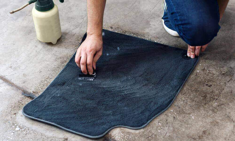 How_to_Remove_Salt_Stains_from_your_Car_Floor_Mats